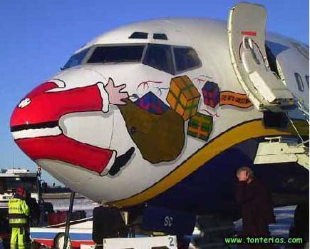 papa noel en el morro de un avion