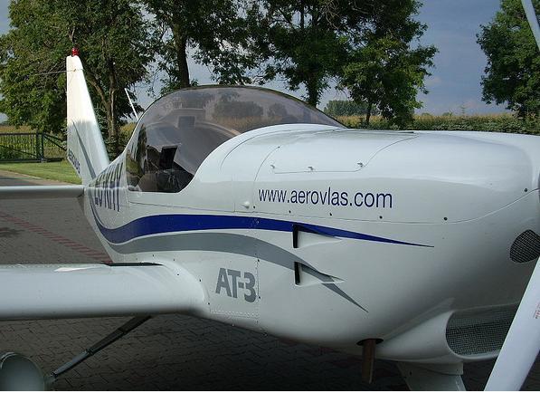 At 3 de aerovlas avión deportivo doble mando