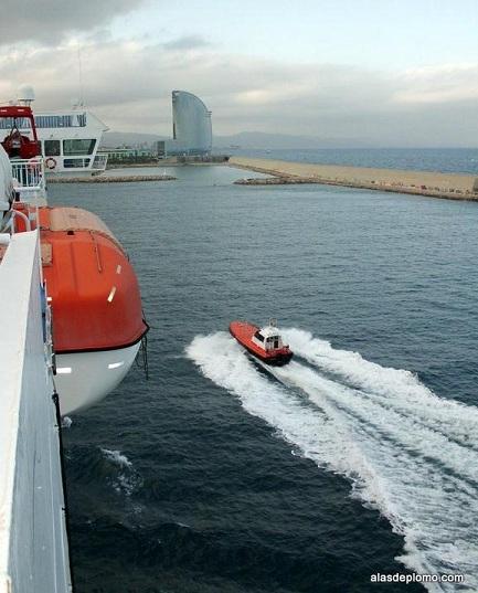 lancha de los practicos del puerto de Barcelona