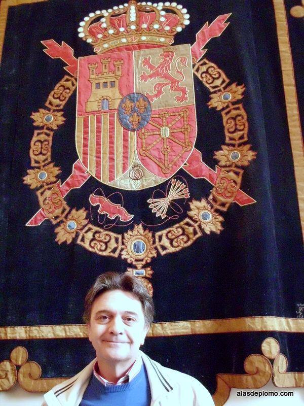 pendón real en el Palacio Real de Madrid